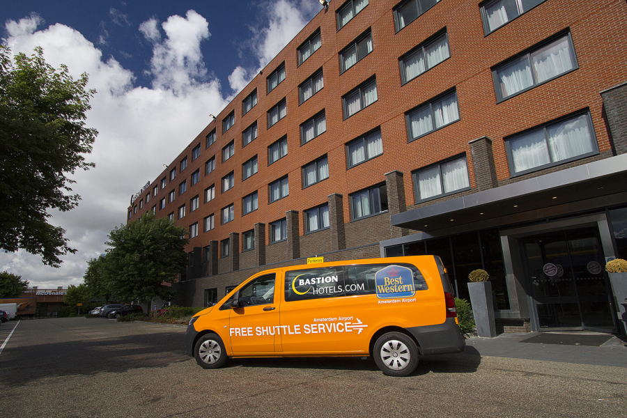 Gratis shuttle bus Bastion Hotels bij hotel